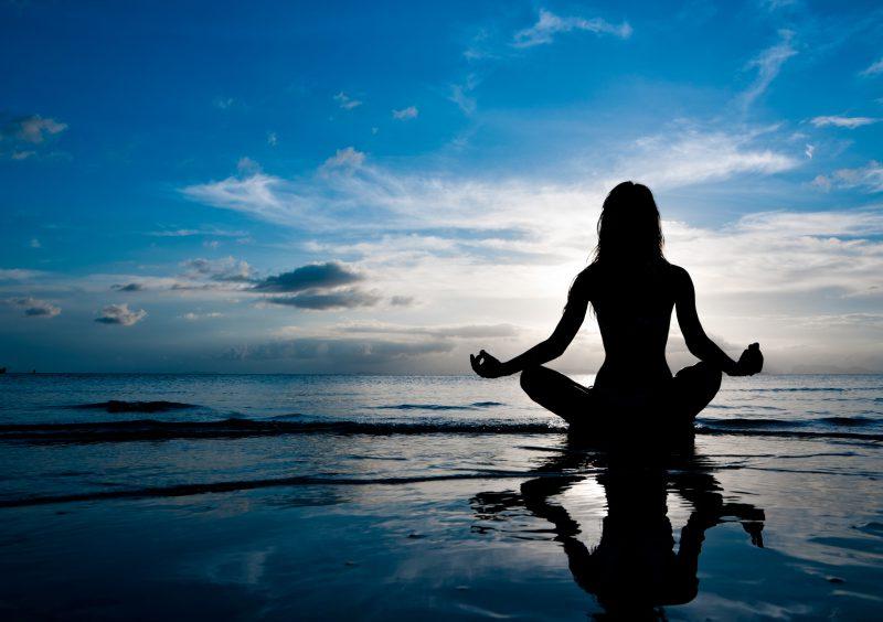 Meditatie op het strand